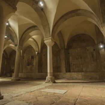 ... giocando con luci ed architettura (02) ...cattedrale s.maria assunta - basilica inferiore