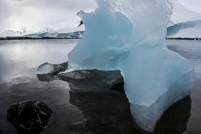 ... Neko Harbour e i suoi monoliti, penisola antartica (06) ...