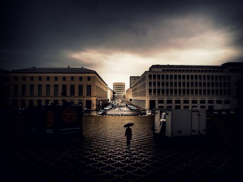 Camminando sotto la pioggia