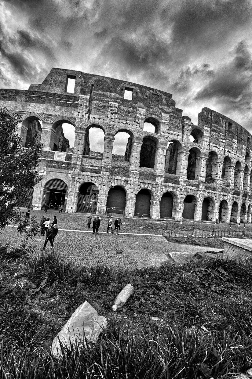 Cartacce al Colosseo