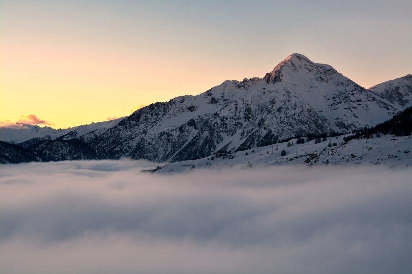 Chaberton al tramonto su un fiumem di nebbia