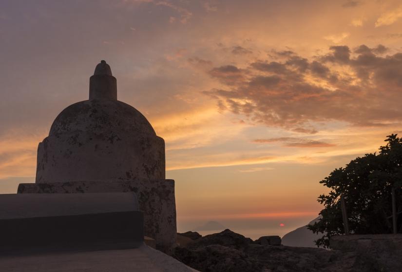 Chiesa vecchia di Quattropani al tramonto