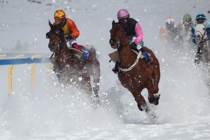 Corsa ippica su neve