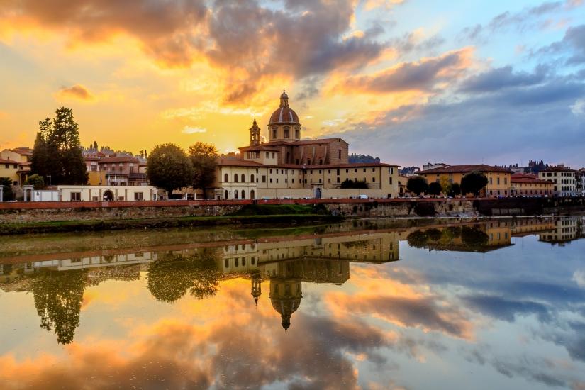 Cupola di san Frediano al tramonto (Firenze, Lungarno)