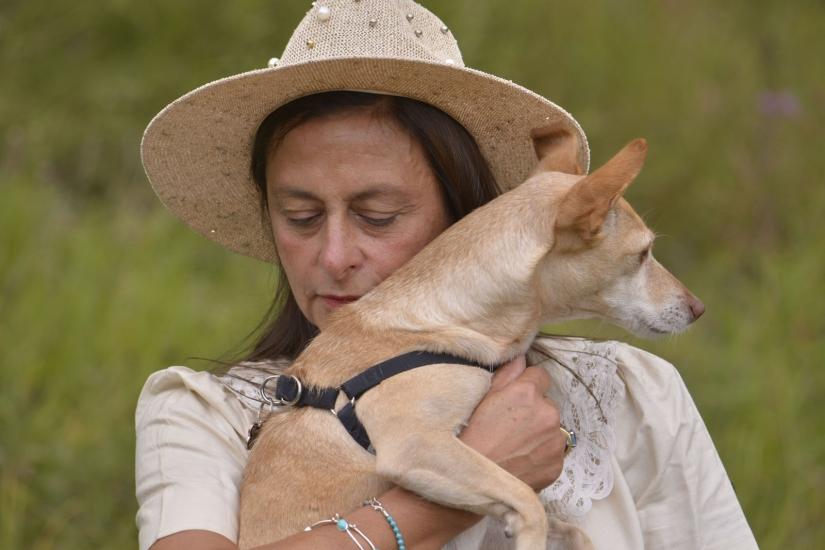 Donna con cagnolino