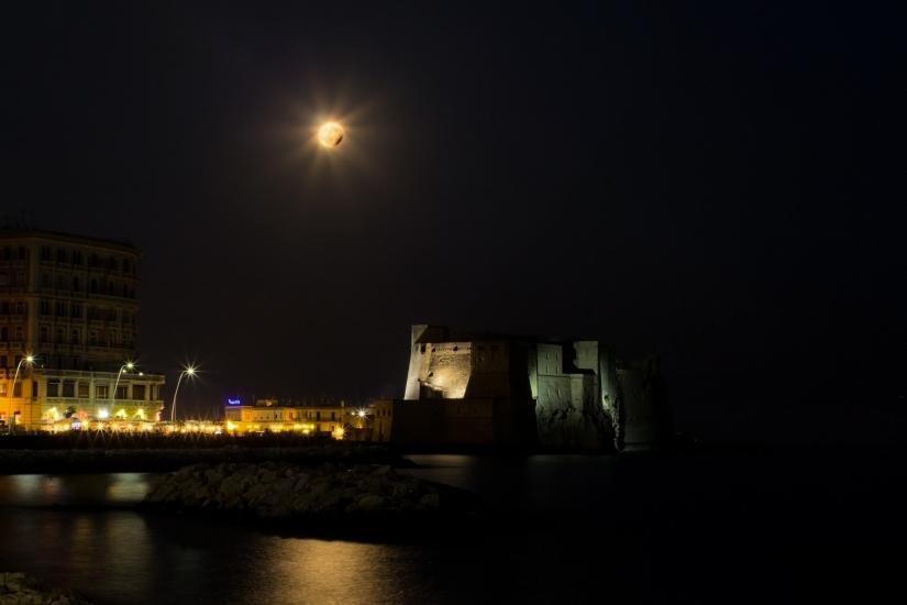 Eclissi parziale di Luna sul Golfo di Napoli