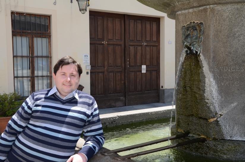 Federico presso la fontana
