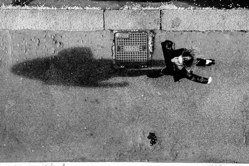 Following her shadow...(sopra o sotto)