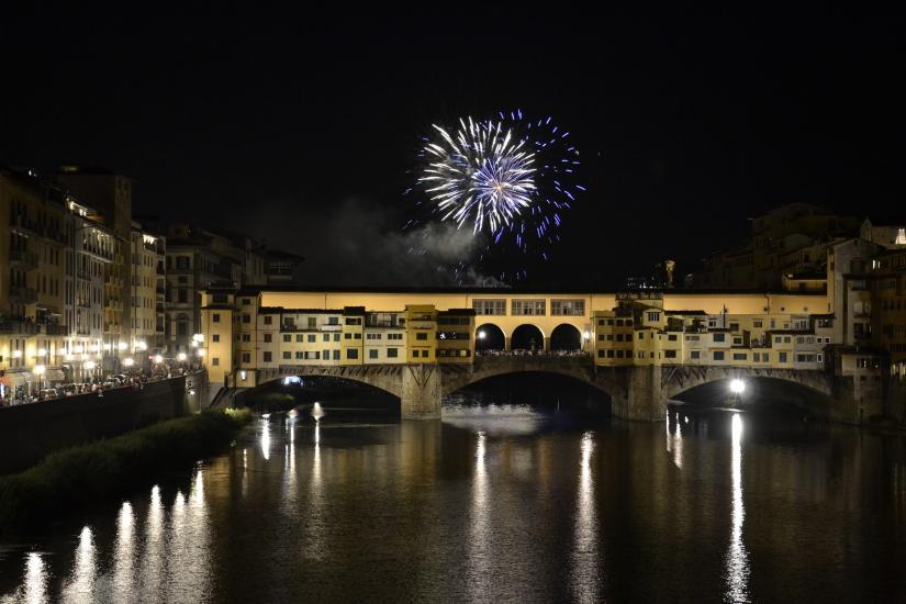 Fuochi d'artificio sopra Ponte Vecchio