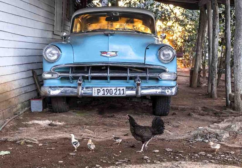 Garage di campagna. CUBA