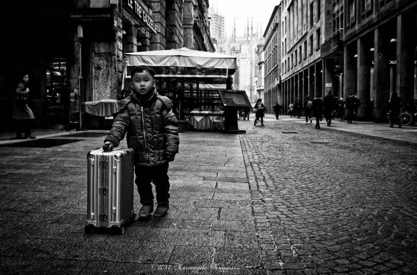 Il bambino con la valigia