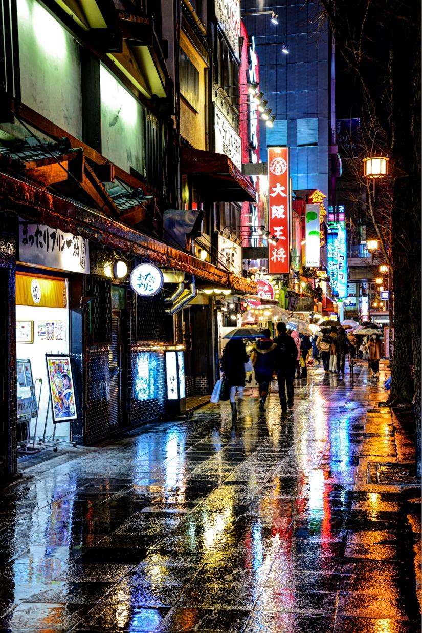 Il fascino delle luci nella pioggia
