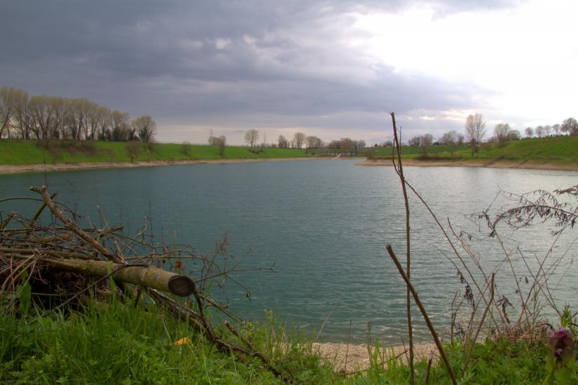 Il lago del parco Increa   visto da una sponda