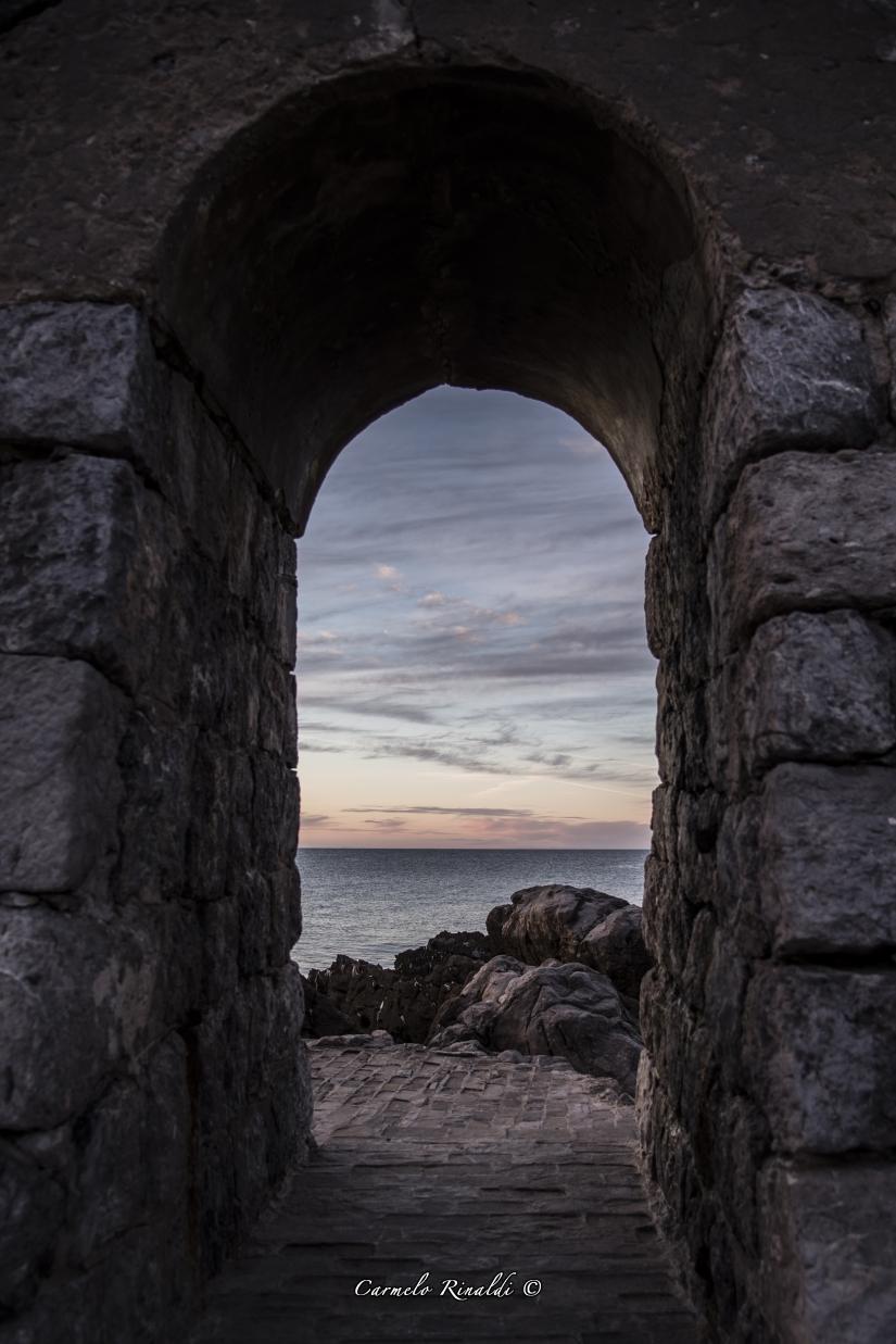 Il tramonto da un porta di Cefalù