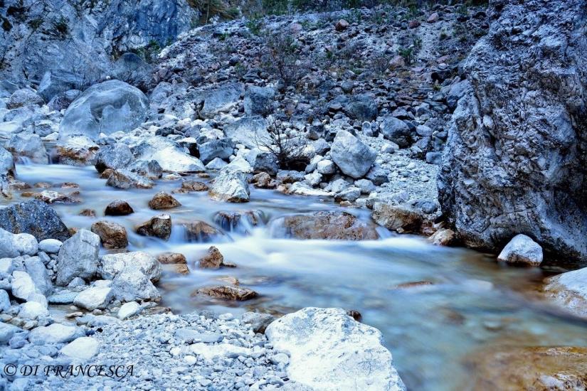 L' acqua tra i sassi