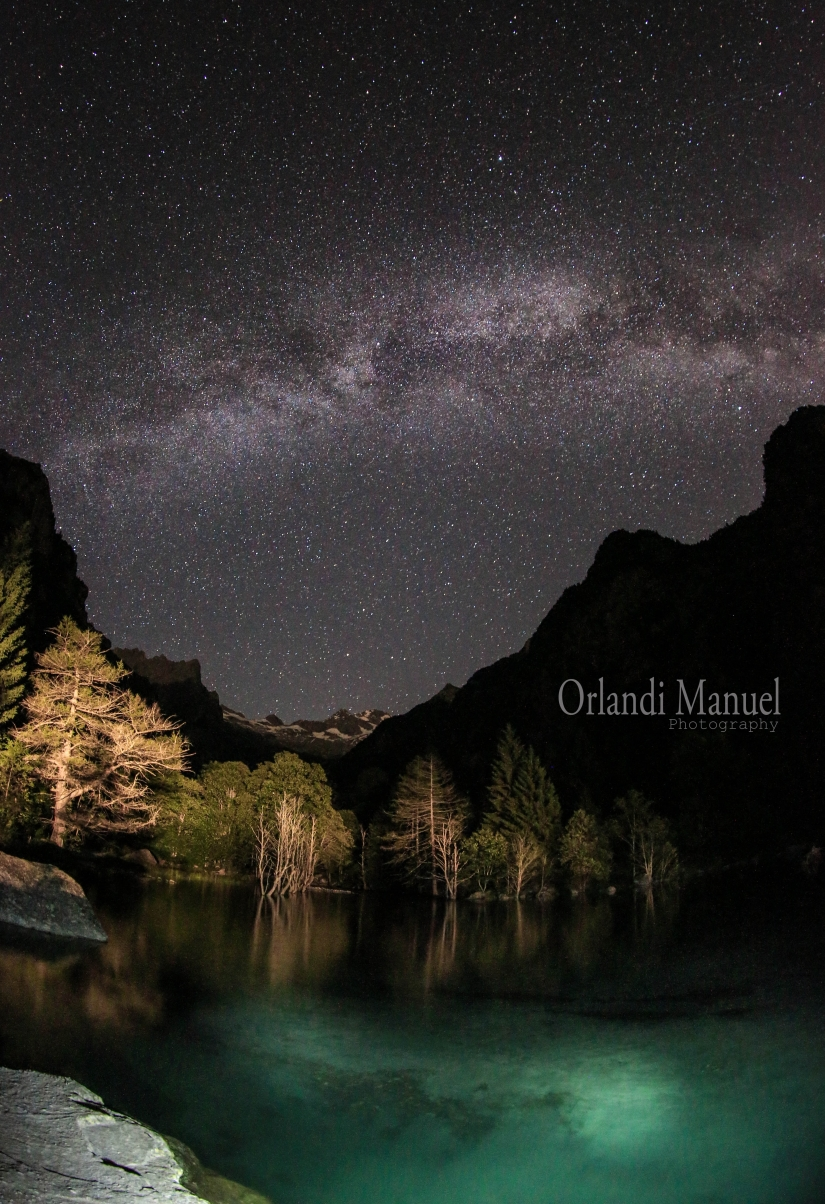 L più grande peccato dell'uomo è dormire di notte quando l'universo è disposto a lasciarsi guardare.