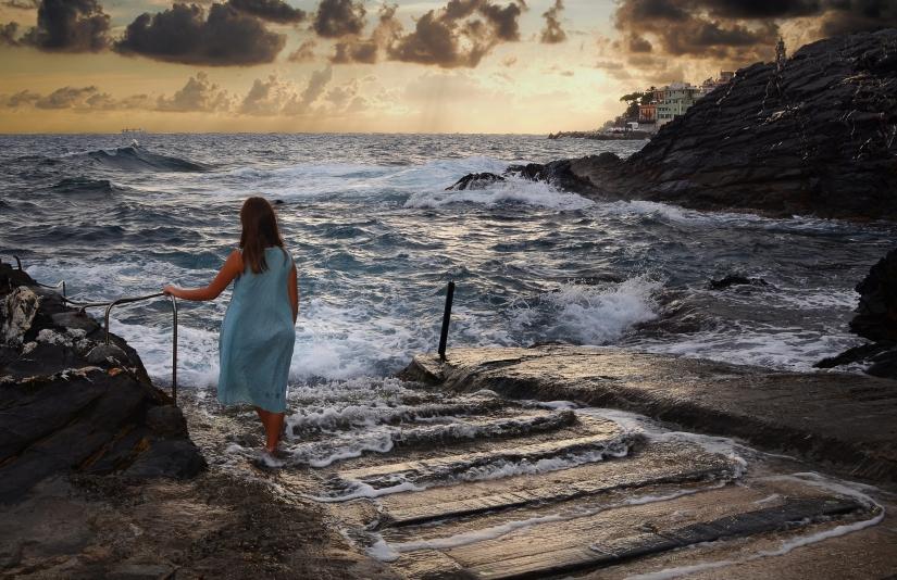 La ragazza e il mare
