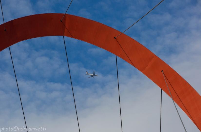L'arco Olimpico e l'aereo
