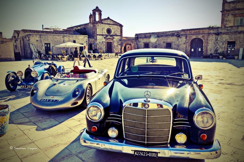 Le auto nel Borgo di Marzamemi