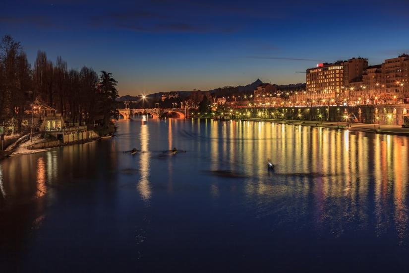 Le luci di Torino sul Po