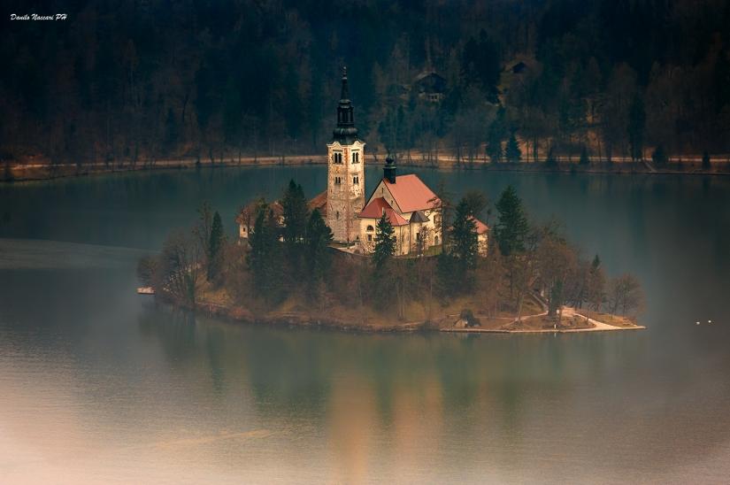 L'isola nel lago