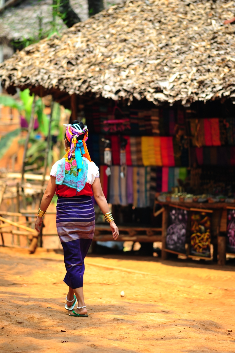 Longneck woman in the village