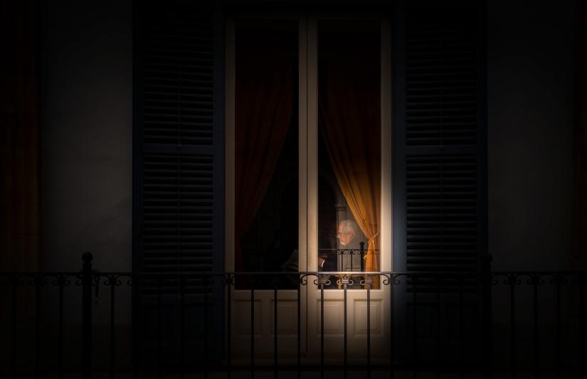 L'uomo dietro la finestra
