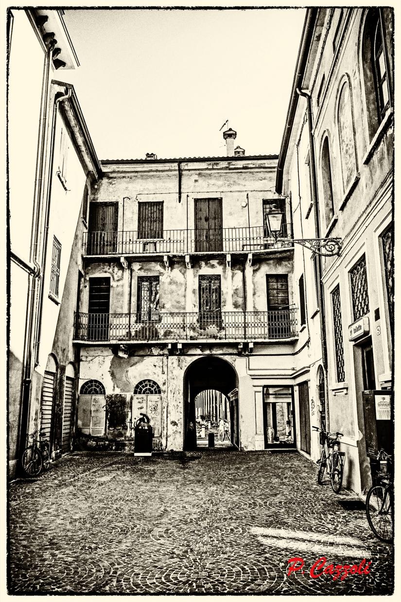 Mantova - Corte a ringhiera