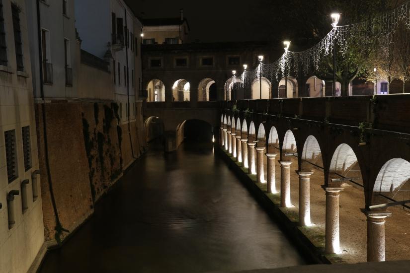Mantova di sera prima di Natale