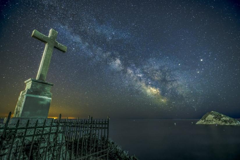 Milky way over the sea...
