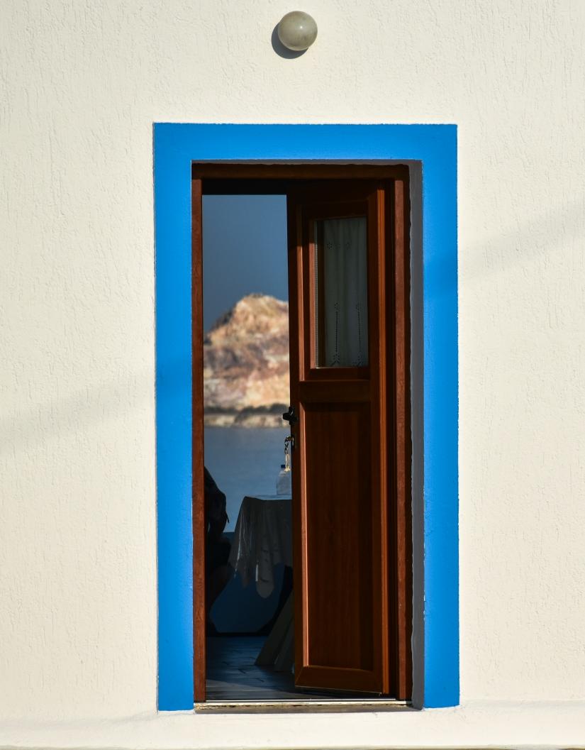 Minimal: la porta su Kimolos