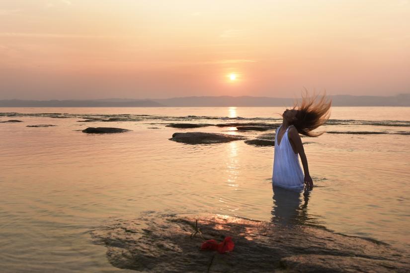 Modella al tramonto