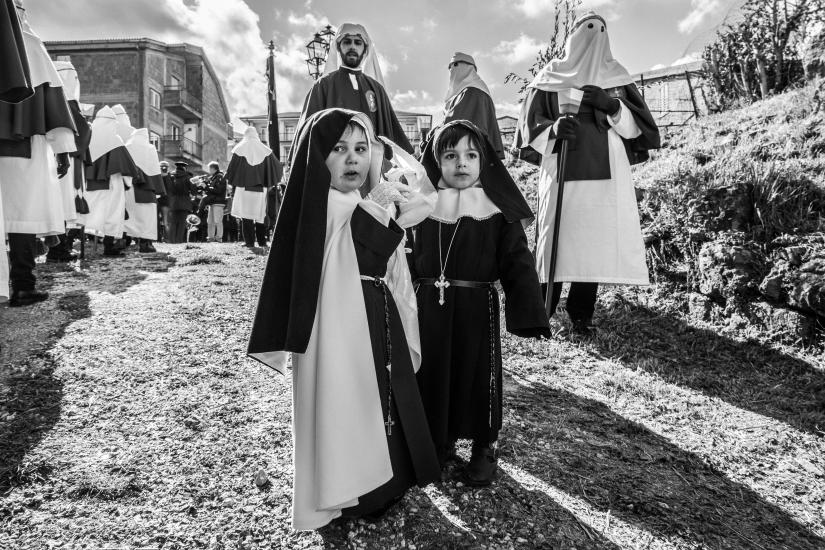Monachelle in processione