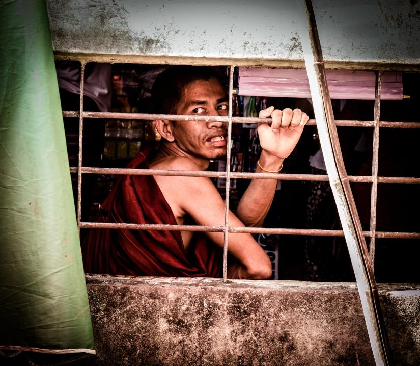 Monaco in attesa. Mercato di Yangon