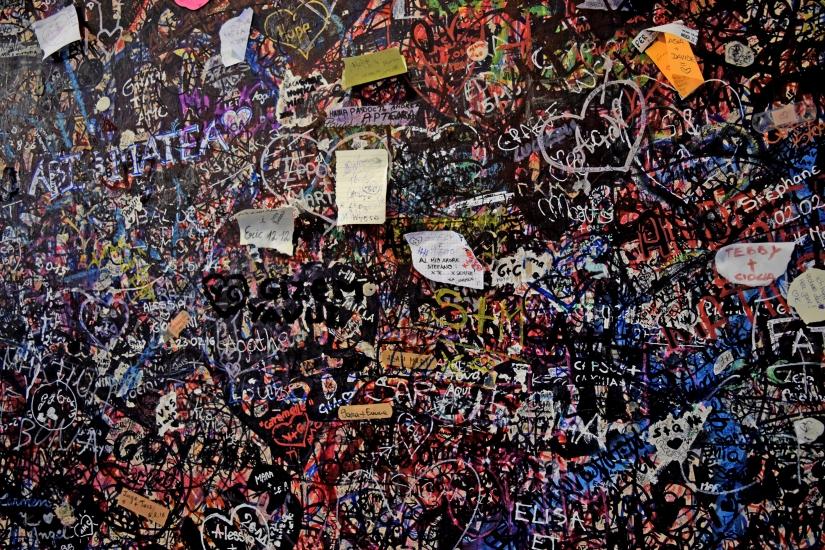 Muro degli innamorati a casa di Giulietta