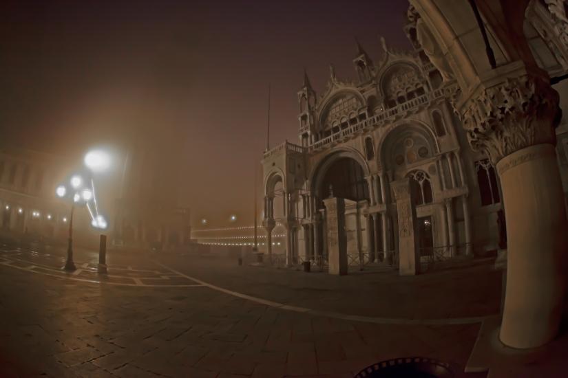 Nebbia in Piazza San Marco