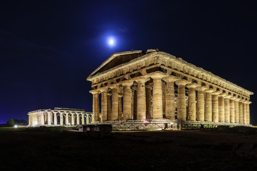 Notturna sui templi di Paestum
