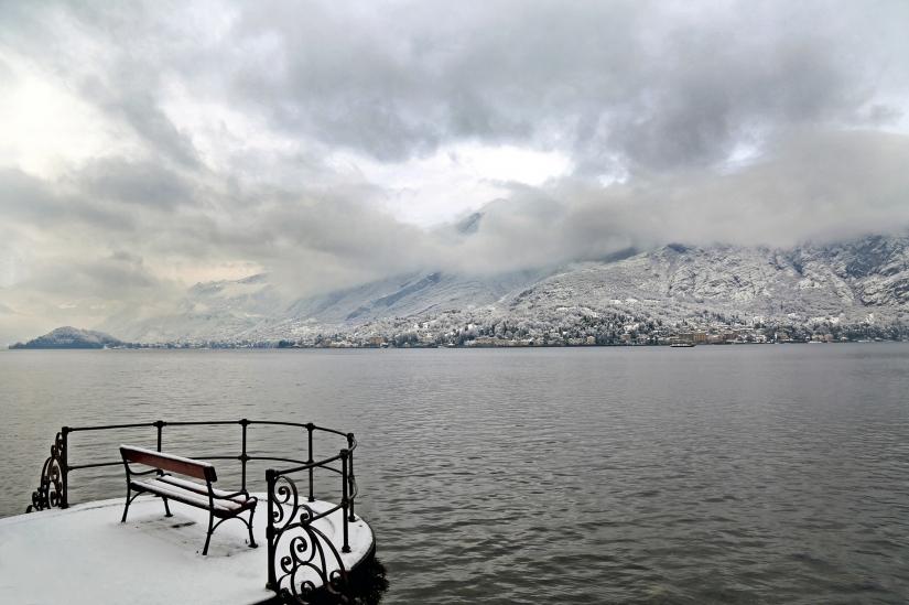 Panorama sul lago innevato