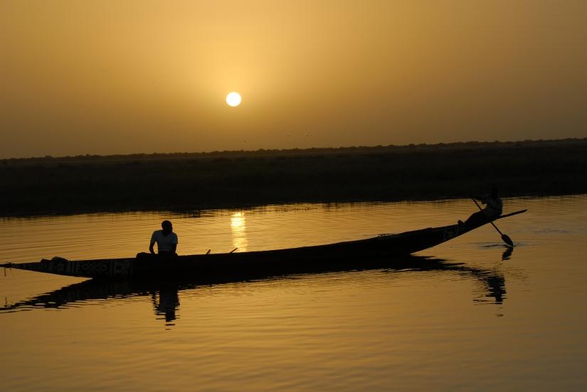 Pescatore sul fiume Niger