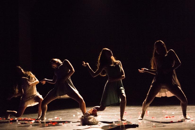 Presepe femminile danzante