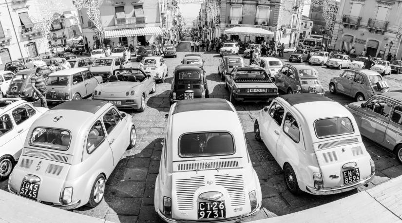 Raduno di macchine d'epoca