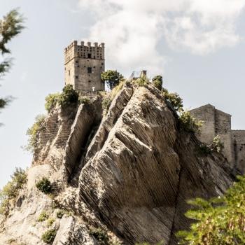Roccascalegna (Chieti-Abruzzo) - Castello, veduta... tra cielo e terra