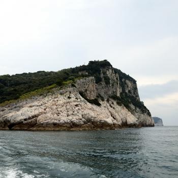 Scogliera a picco sul mare