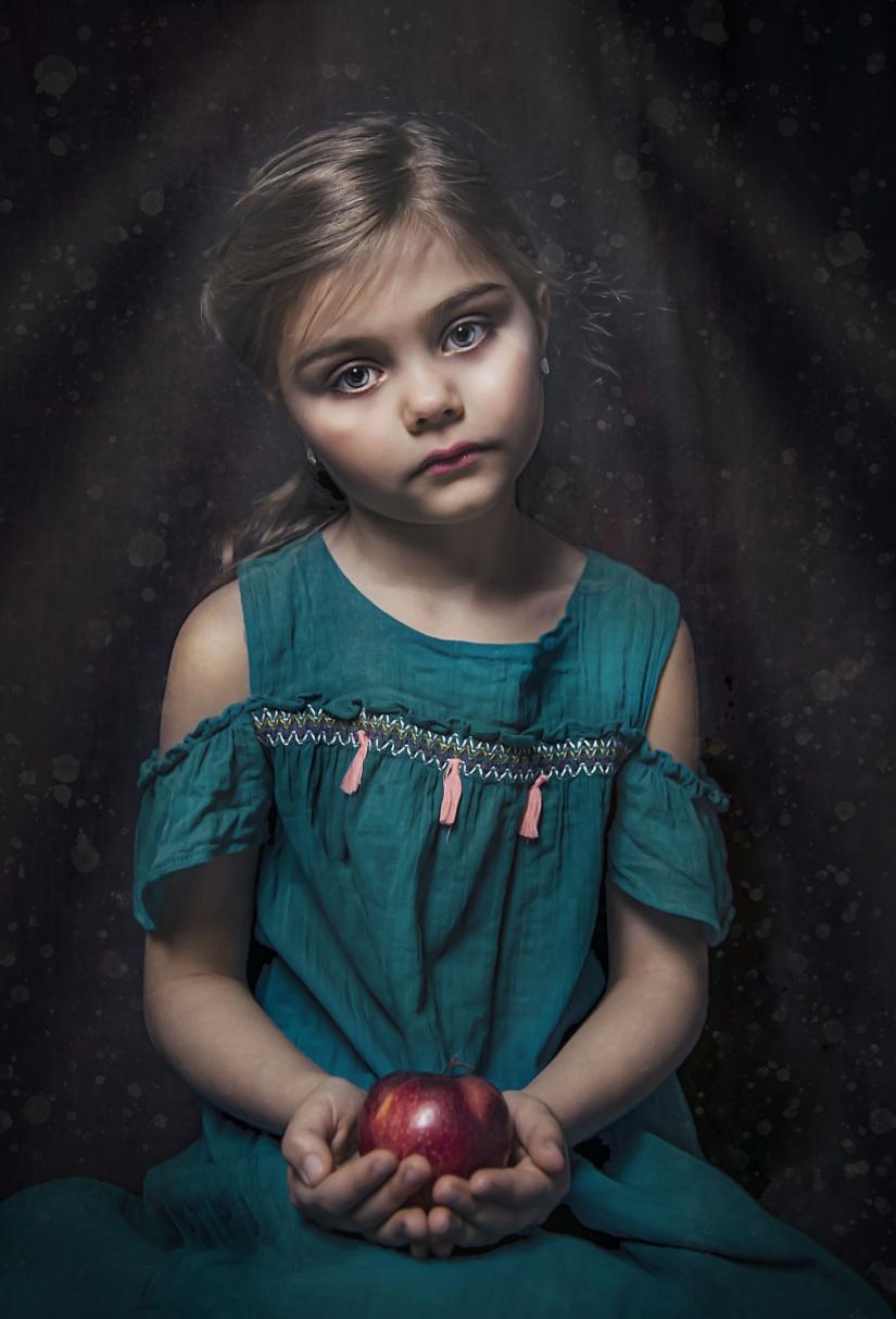 Sofia and the apple