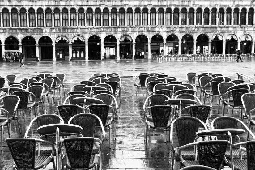 Solitudine in piazza