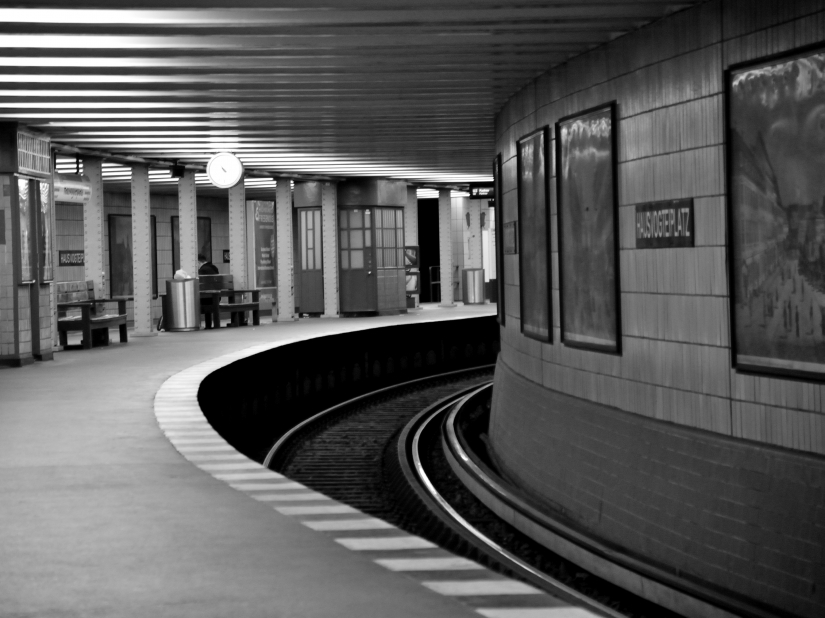 Stazione Metro Hausvoiteiplatz Berlino