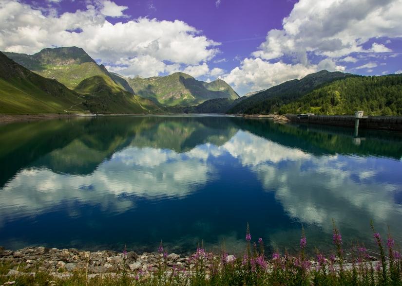 Sullo specchio del lago