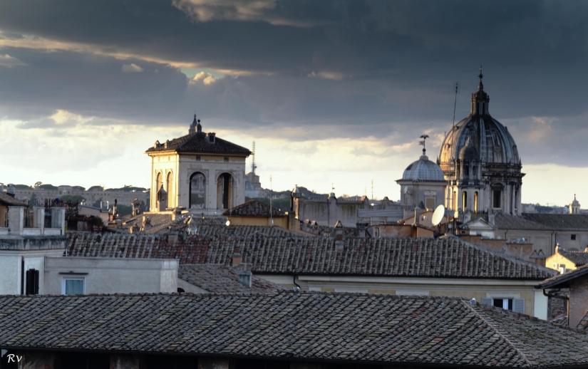 Tetti di Roma al tramonto