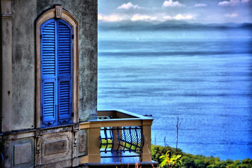 The window on the sea