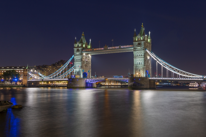 Tower Bridge di sera